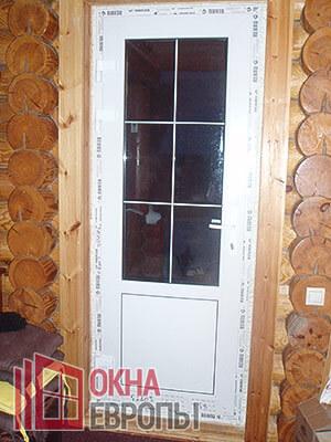 Пластиковые двери в коттедже